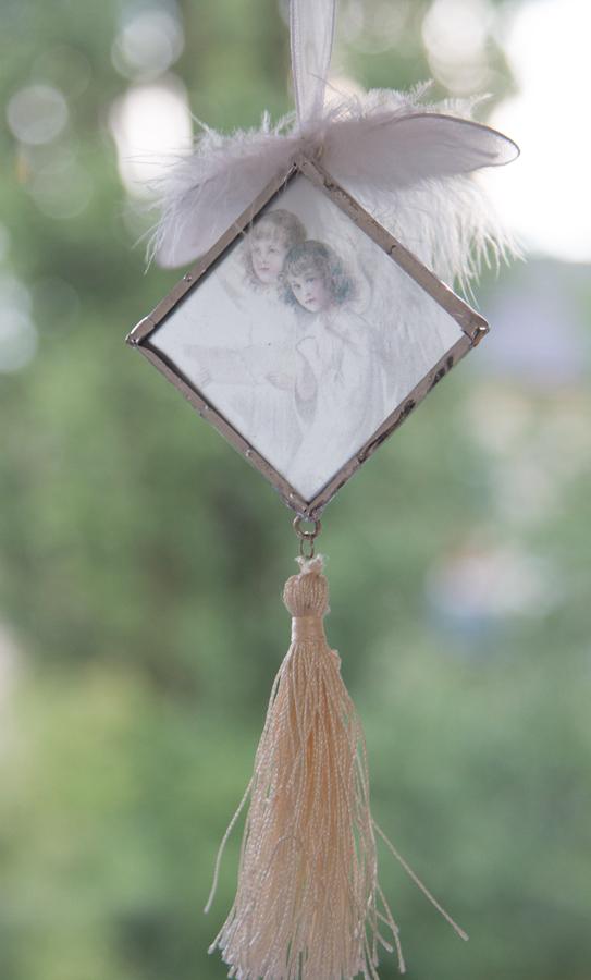 kleinode Glasbild mit transparentem Engelsbild mit Quaste