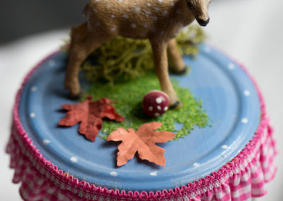 Vorratsglas mit Bambi im Herbstwald
